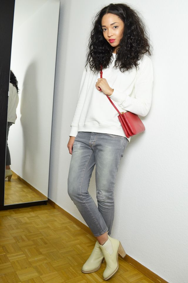 #mercredie #blog #fashion #blogger #outfit #inspiration #mode #geneve #geneva #switzerland #suisse #blogueuse #bloggeuse #manteau #boyfriend #sweat #white #sweater #slim #grey #denim #red #lips #beauty #makeup #long #hair #brazilian #weave #celine #trio #bag #red #rouge #pistol #boots #star #pull #on #vanilla #biker