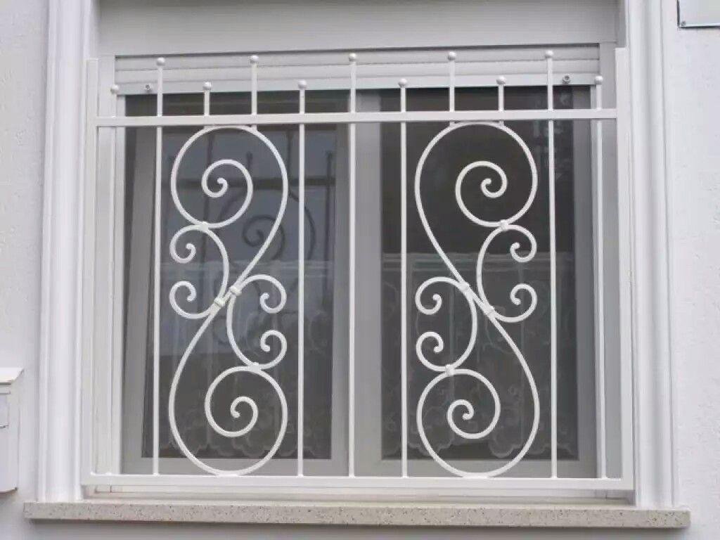 Pin de antonio bustamante en herreria y balconeria for Puertas y ventanas de hierro antiguas