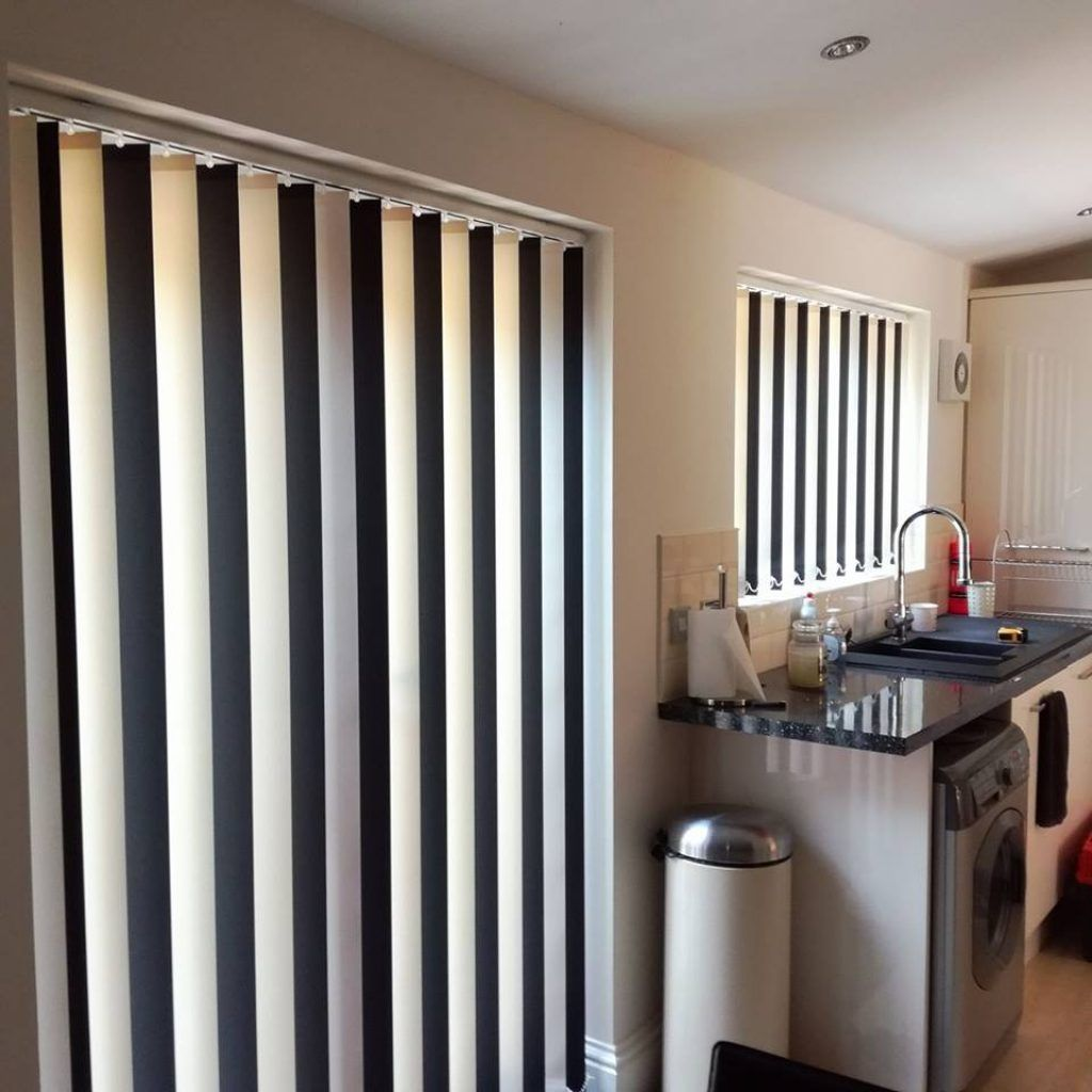 Delicieux White U0026 Black Vertical Blinds In Abu Dhabi U0026 Dubai For Office Window