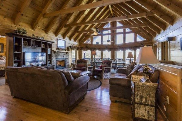 Mountain Laurel Lodge Luxury 4 Bedroom Pigeon Forge Cabin Rental In 2020 Pigeon Forge Cabin Rentals Pigeon Forge Cabins Lodge