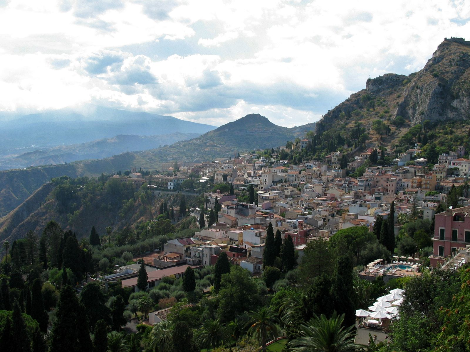 Taormina, Sicilia... easily one of the most amazing towns