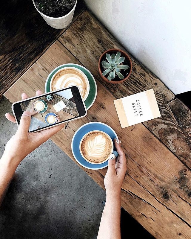 there's something so special about meeting someone for coffee. it's so simple and yet sharing a conversation and a cup of coffee is probably my absolute favorite thing to do, especially if i'm meeting someone for the first time. here's to the endless amount of coffee dates on my calendar. ☕️  #coffeefliicks #coffeeshopcorners