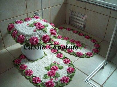 tapetes de croche com flores para banheiro