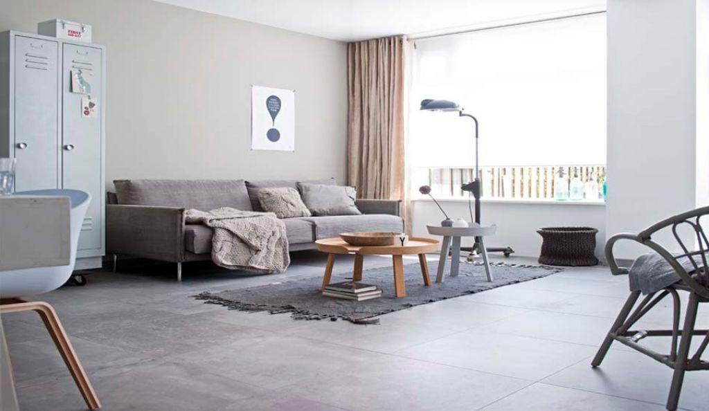 Betonlook tegels woonkamer house pinterest for Grijze woonkamer