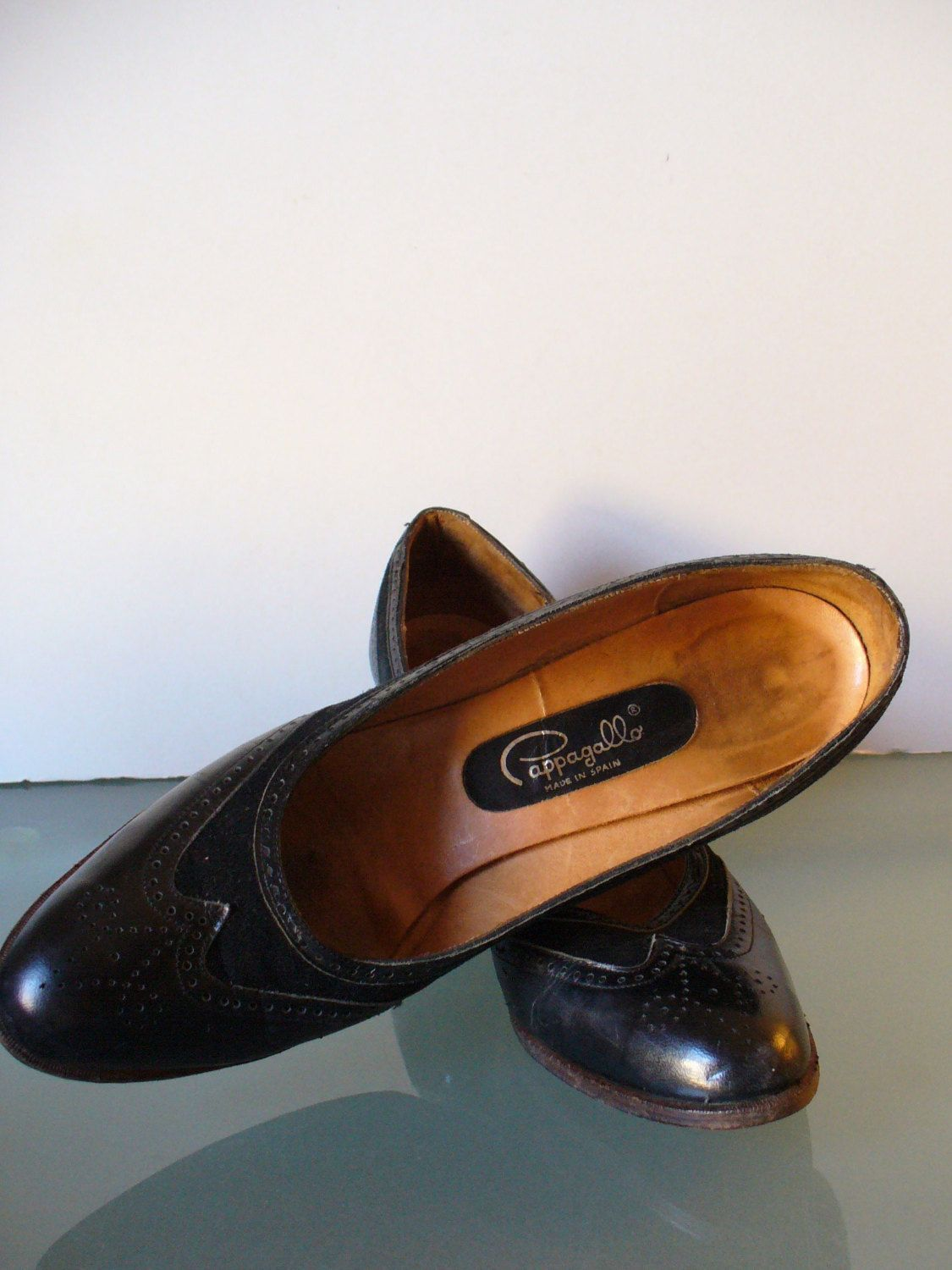 cbb82f821459 Vintage Pappagallo Made in Spain Wingtip Pumps Size 8.5M by TheOldBagOnline  on Etsy