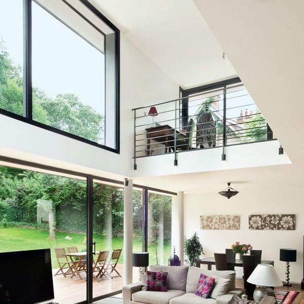 Une maison moderne qui invite le jardin l 39 int rieur for Plan maison avec mezzanine