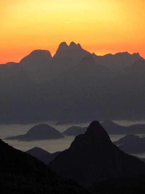 Sunrise in Morro Açu, Petrópolis   Brazil (by Guto Machado)