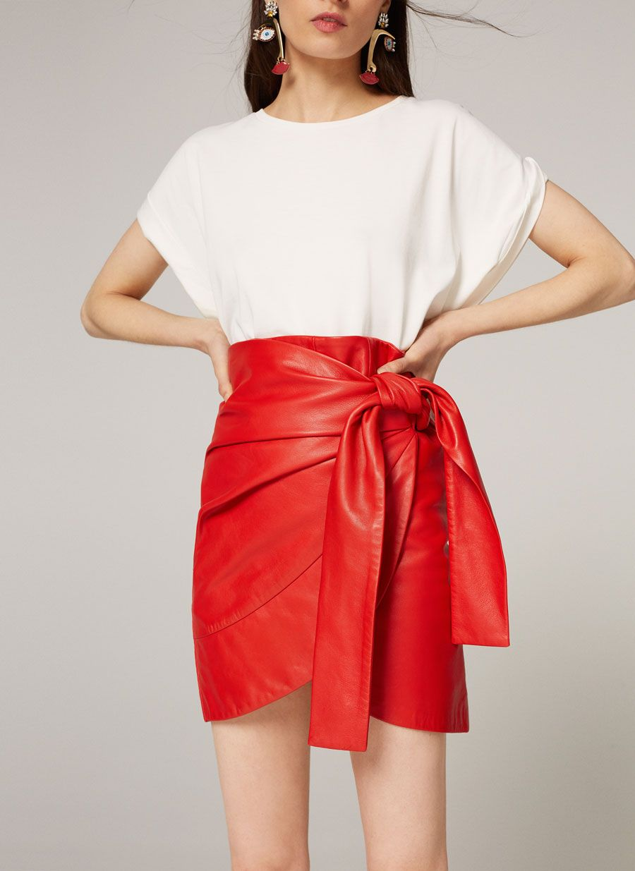 Jupe rouge cuir nœud   SS 2017   Pinterest   Jupes rouges, Robe et Jupe db2544f6e324
