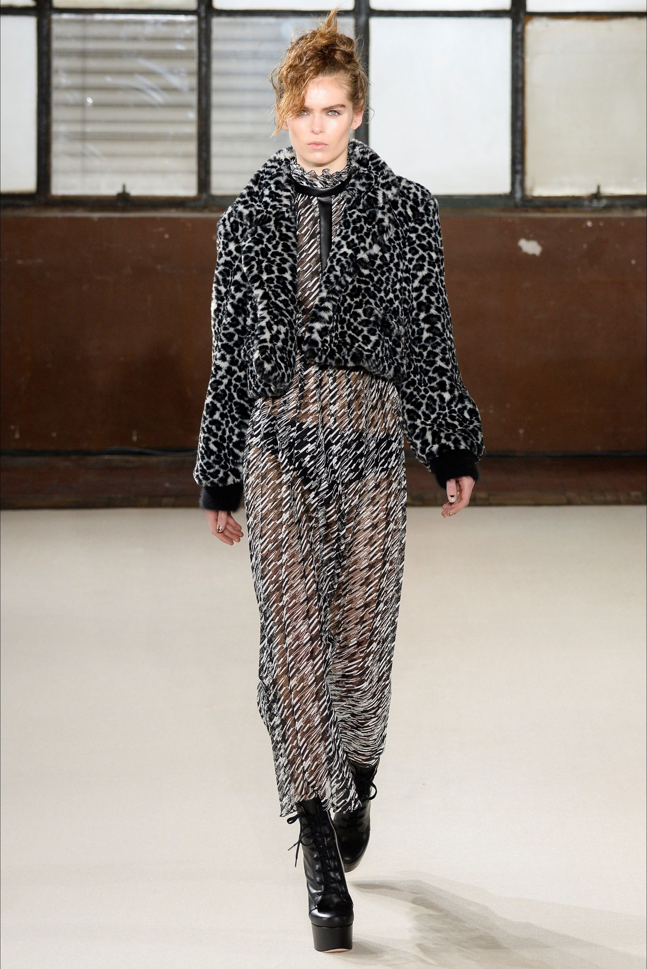 Sfilata Giamba Milano - Collezioni Autunno Inverno 2016-17 - Vogue