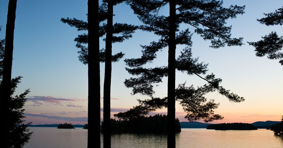 Migis Lodge On Sebago Lake Maine Wedding Venues The Hitch