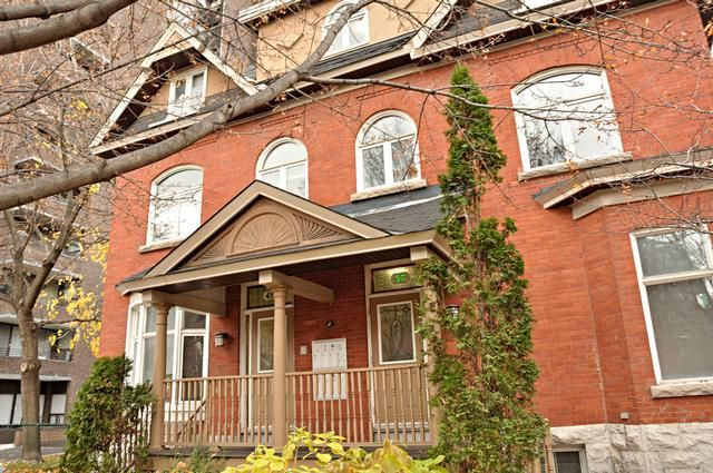 47 49 Somerset This Beautiful Heritage Home Is In A Prime Location In The Heart Of The Golden Triangle And Offers With Images Ottawa Apartment Renting A House Apartment