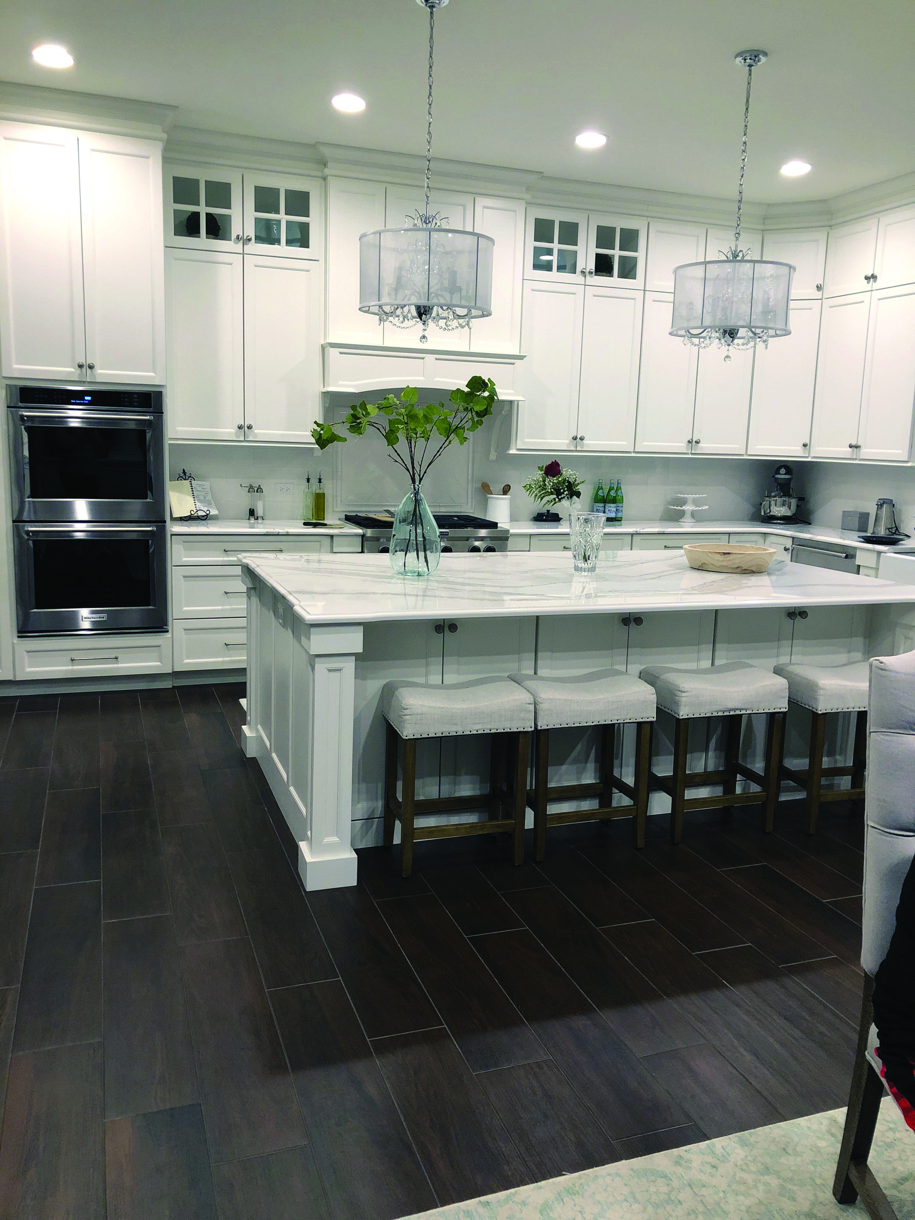 The Most Popular Kitchen Storage Ideas On Houzz Homes Tre Condo Kitchen Remodel Kitchen Remodel Plans White Kitchen Remodeling