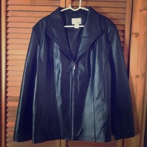 I just discovered this while shopping on Poshmark: Women's leather jacket. Check it out!  Size: XL