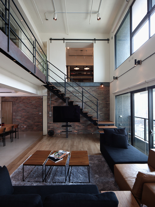 Those With The Least Clutter Wins Minimalist Design Is In Minimalist Furnishings With A Soft Industrial D Desain Rumah Rumah Minimalis Desain Rumah Minimalis