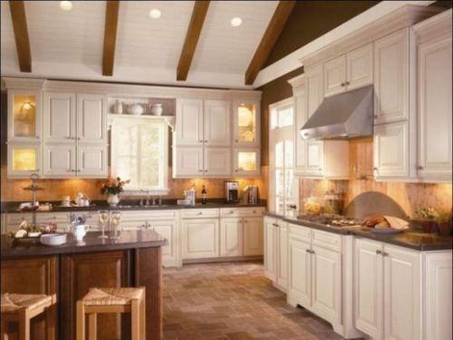 Amerikaanse keuken met terra cotta vloer ontdek hier nog meer