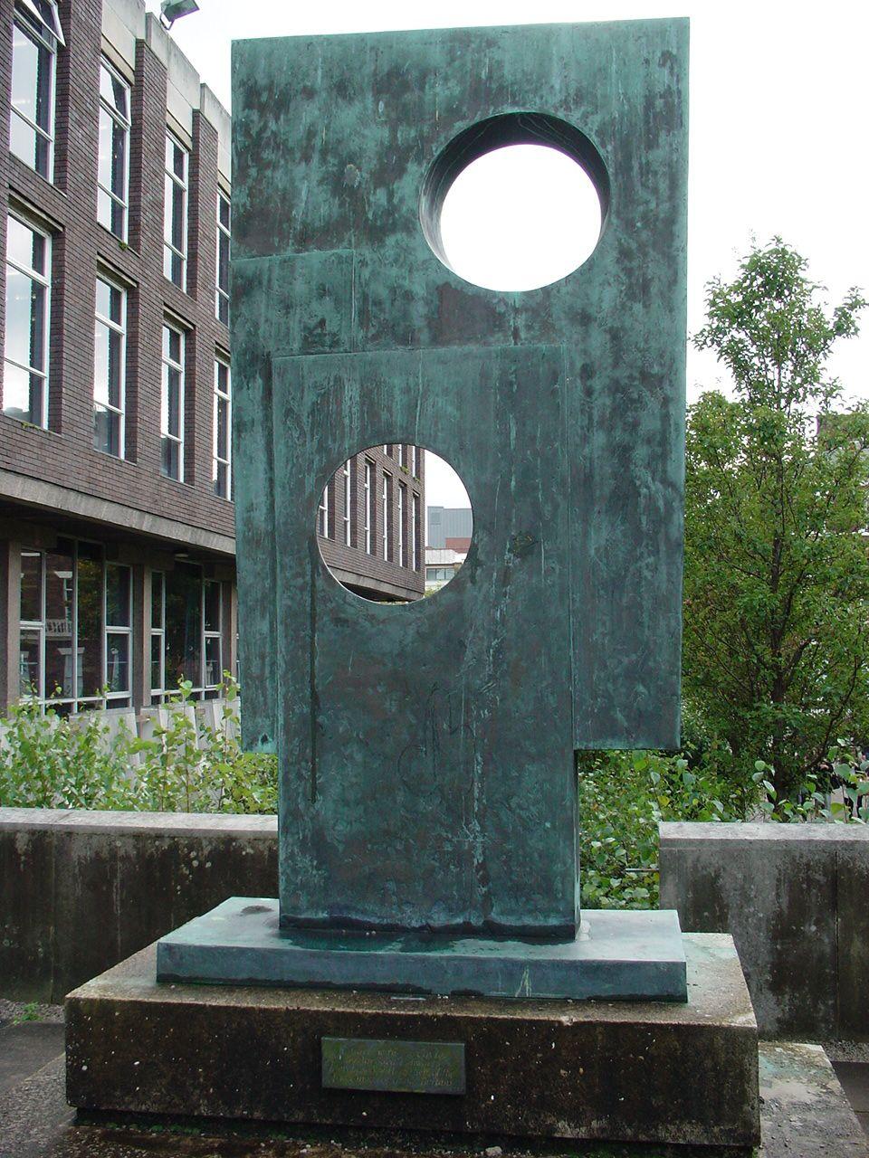Description <b>Barbara</b> <b>Hepworth</b> <b>sculpture</b>, University of Liverpool (2 ...