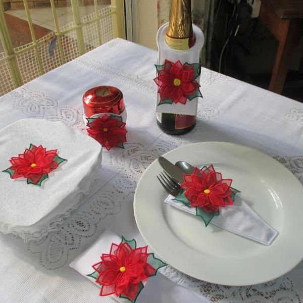 """""""Christmas Table Decorations"""" Add a touch of cheer to your ..."""