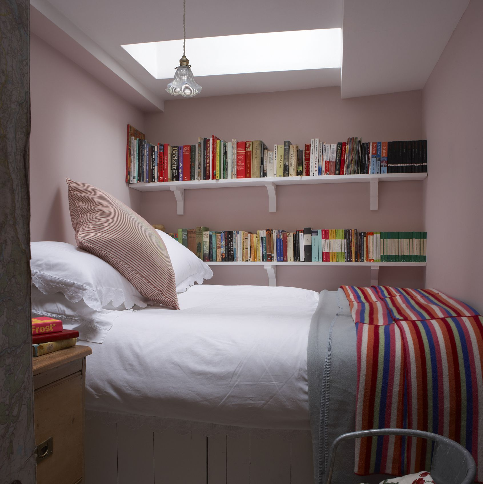 Small Bedroom Decorating Ideas To Help You Utilise Your Space Small Bedroom Decor Small Room Design Tiny Bedroom