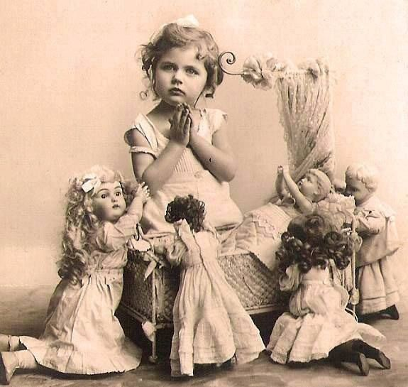 ️Antique Studio Photo... Girl posed with Dolls.