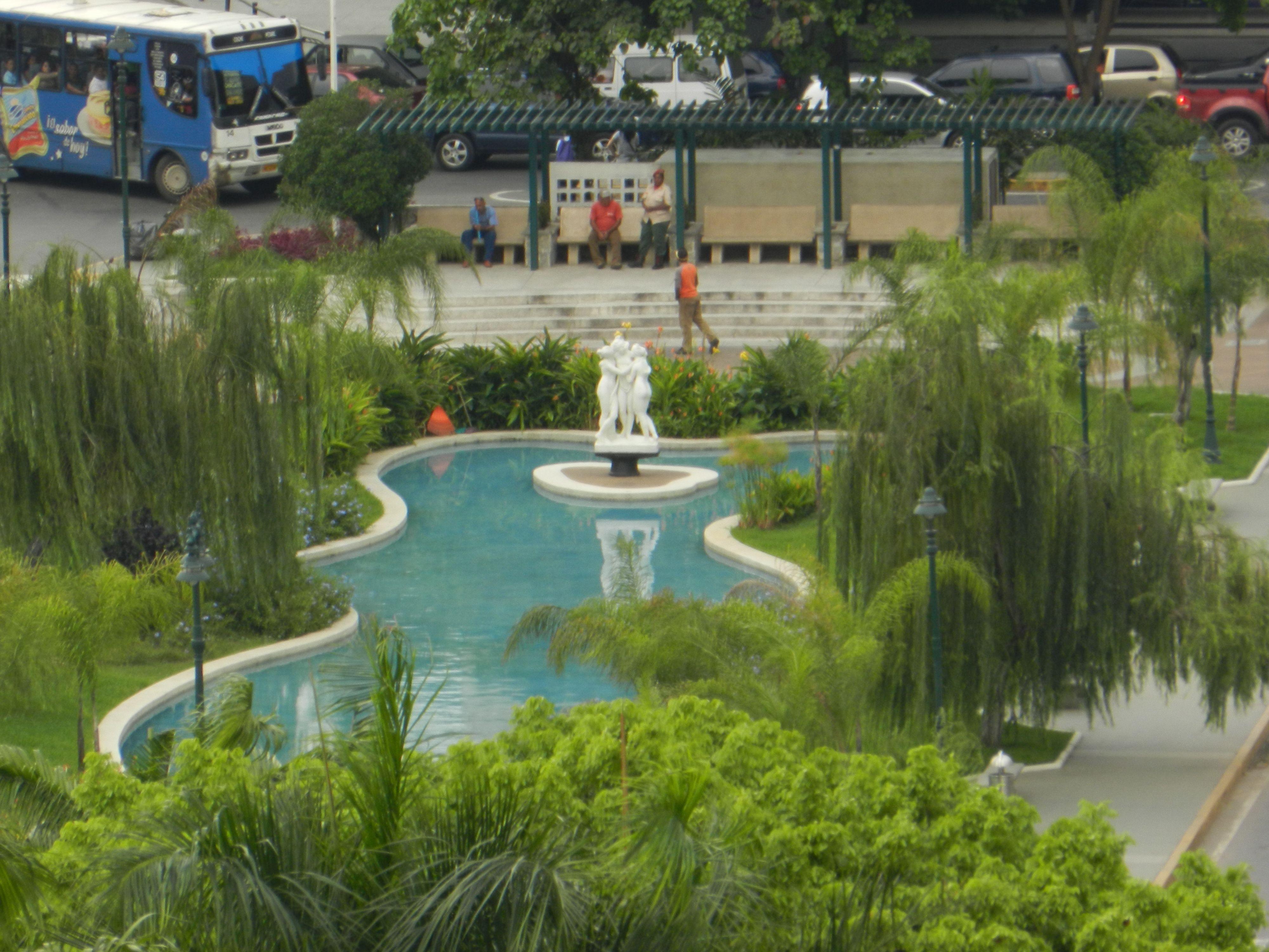 Foto aérea de la Plaza Las Tres Gracias UCV