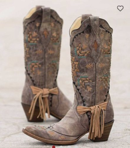 Corral-Embroidered-Cowboy-Boots