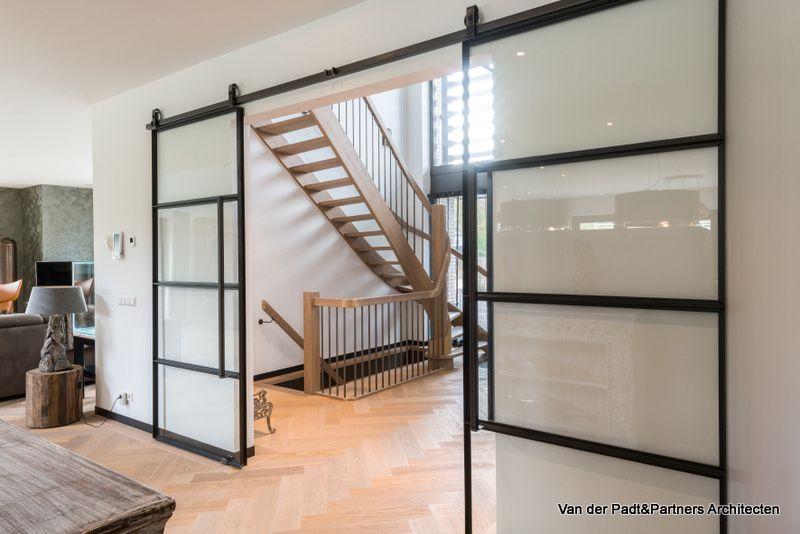 Vide In Hal : Hal trap kelder entree woonkamer voordeur vide