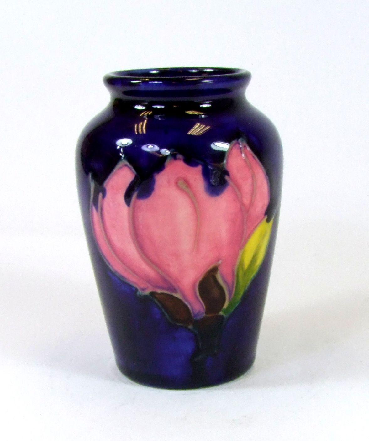Moorcroft magnolia pattern small vase 12500 moorcroft pieces moorcroft magnolia pattern small vase 12500 reviewsmspy