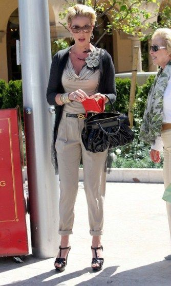 A Dressed Up Katherine Heigl Has Lunch With Her Mom Nancy At