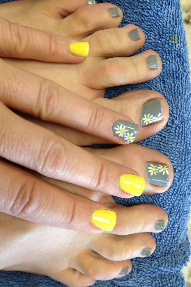 Yellow And Grey With Delicate Daisies Beauty Hair In 2019 Nails