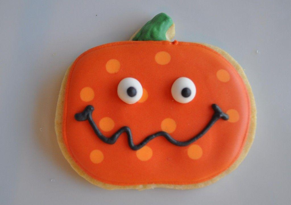 polkadot pumpkin-Cute cookie idea for pumpkin patch party - halloween pumpkin cookies decorating