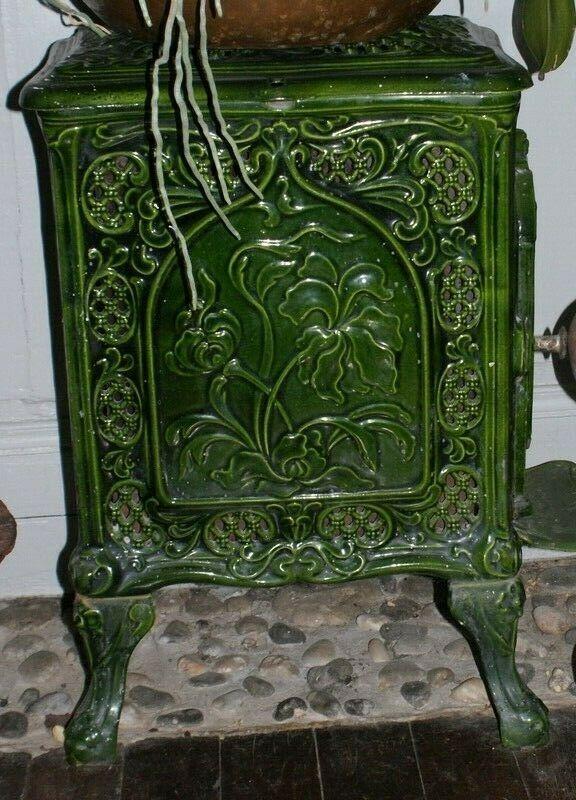 Ancien Poele A Bois En Fonte Verte Emaillee Art Deco Artdco En 2020 Poele A Bois Art Deco Deco