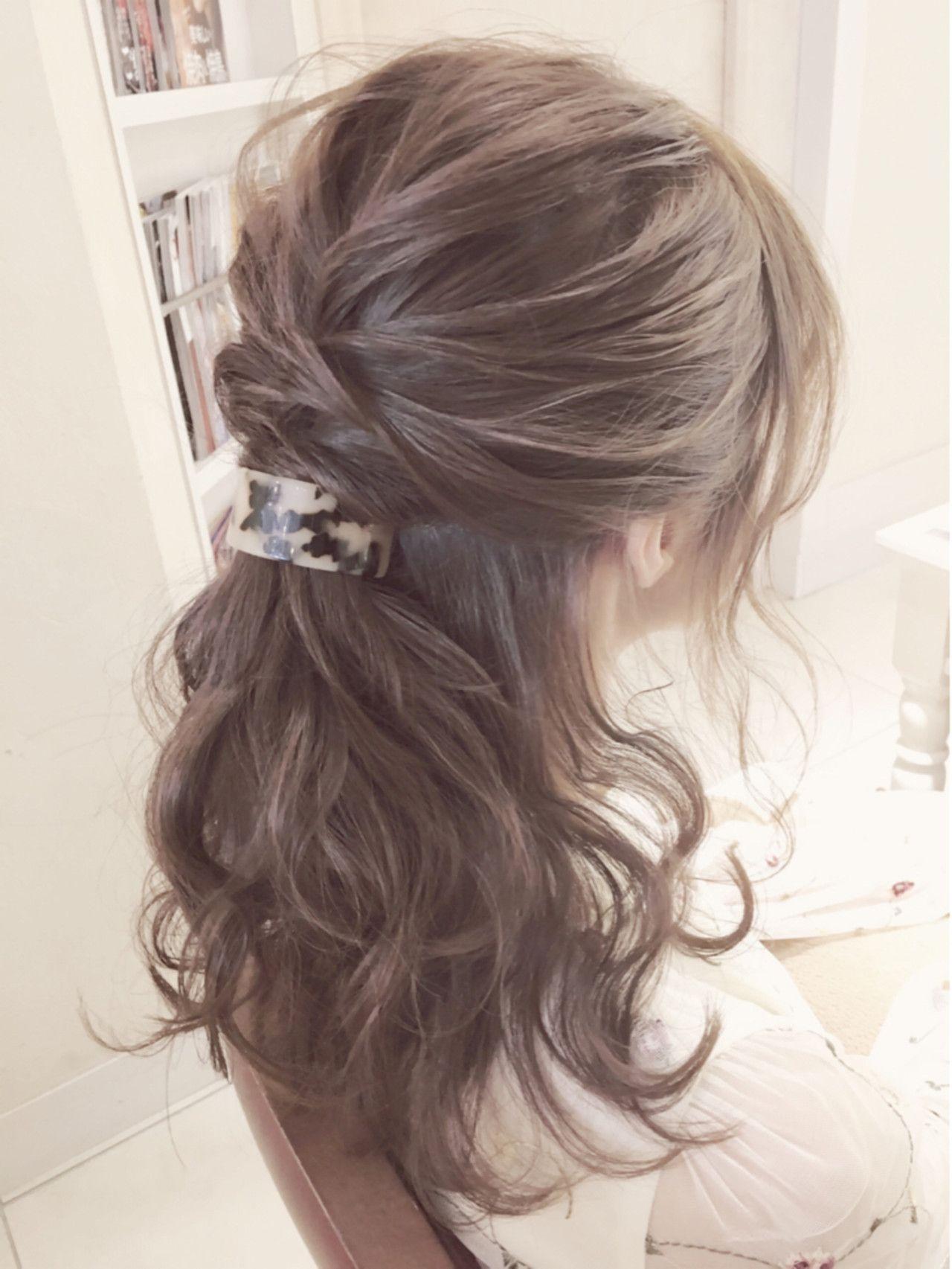 結婚式ヘアはハーフアップで 自分でもできるヘアアレンジもあり ヘアスタイリング 結婚式 ヘアスタイル お呼ばれ 簡単ヘア
