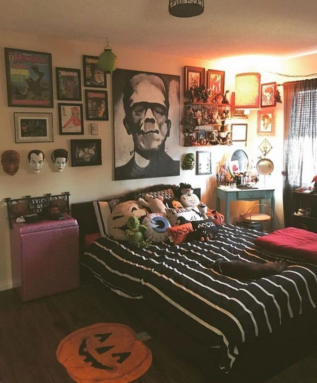 32 Spooky And Scary Halloween Bedroom Decorating Ideas Decoration Horreur Chambre Ado Style Idee Deco Chambre Ado Halloween decor ideas bedroom