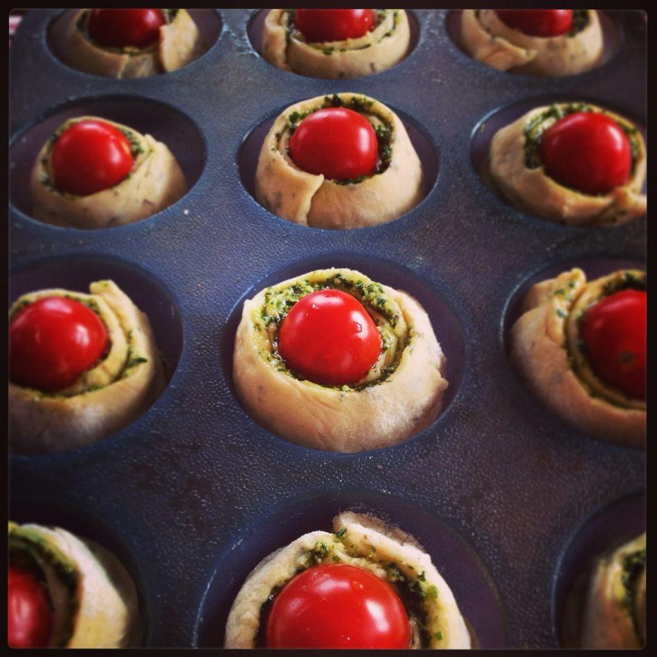 De tomatenbroodrolletjes moeten nog even rijzen en dan klaar voor de oven! #tomatenbroodrolletjes #rudolphsbakery #bakdag #hartig #foodies #foodporn #instafood #chicascooking