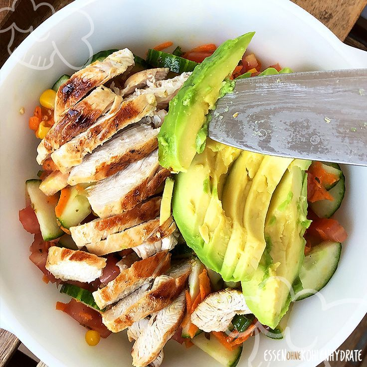 Hähnchen-Avocado-Bowl - Essen ohne Kohlenhydrate