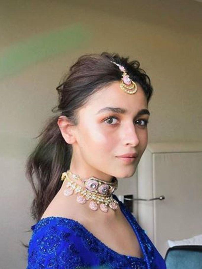 Alia Bhatt Celeb-inspired hairstyles that are perfect for the wedding  season | Alia bhatt hairstyles, Alia bhatt photoshoot, Indian hairstyles