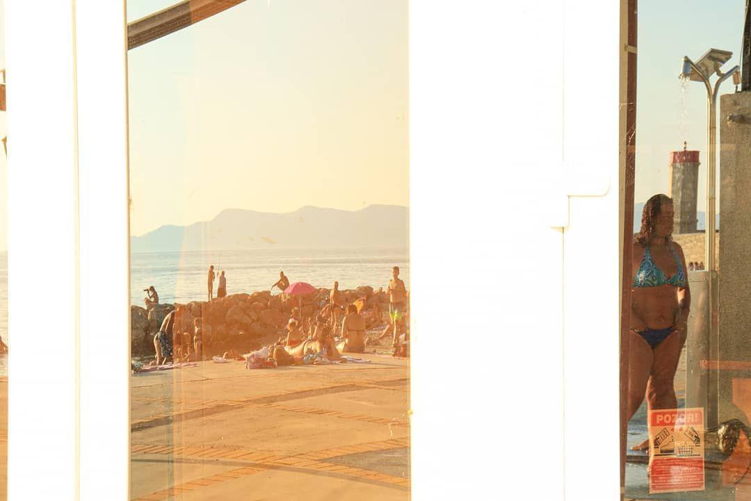/Reflection/noitcelfeR/ . . #reflection #reflectionphotography #mirror #mirrorphotography #streetphotography #streetphoto #human #humanbody #humanbodyart #bodypositivity #bodyimage #beach #beachvibes #beachshoot #beachart