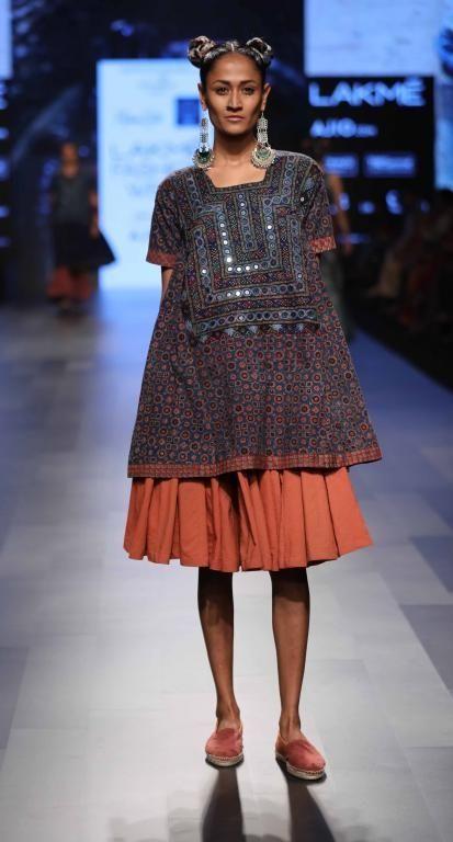 Artisans of Kutch - Lakme Fashion Week - SR 17 - 1