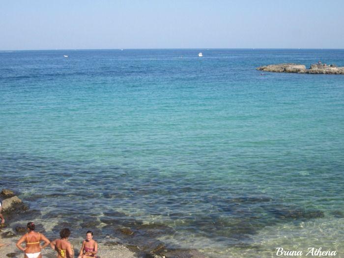 La bellissima spiaggia (libera) del centro storico di #Monopoli: Port Vecchia. #Puglia