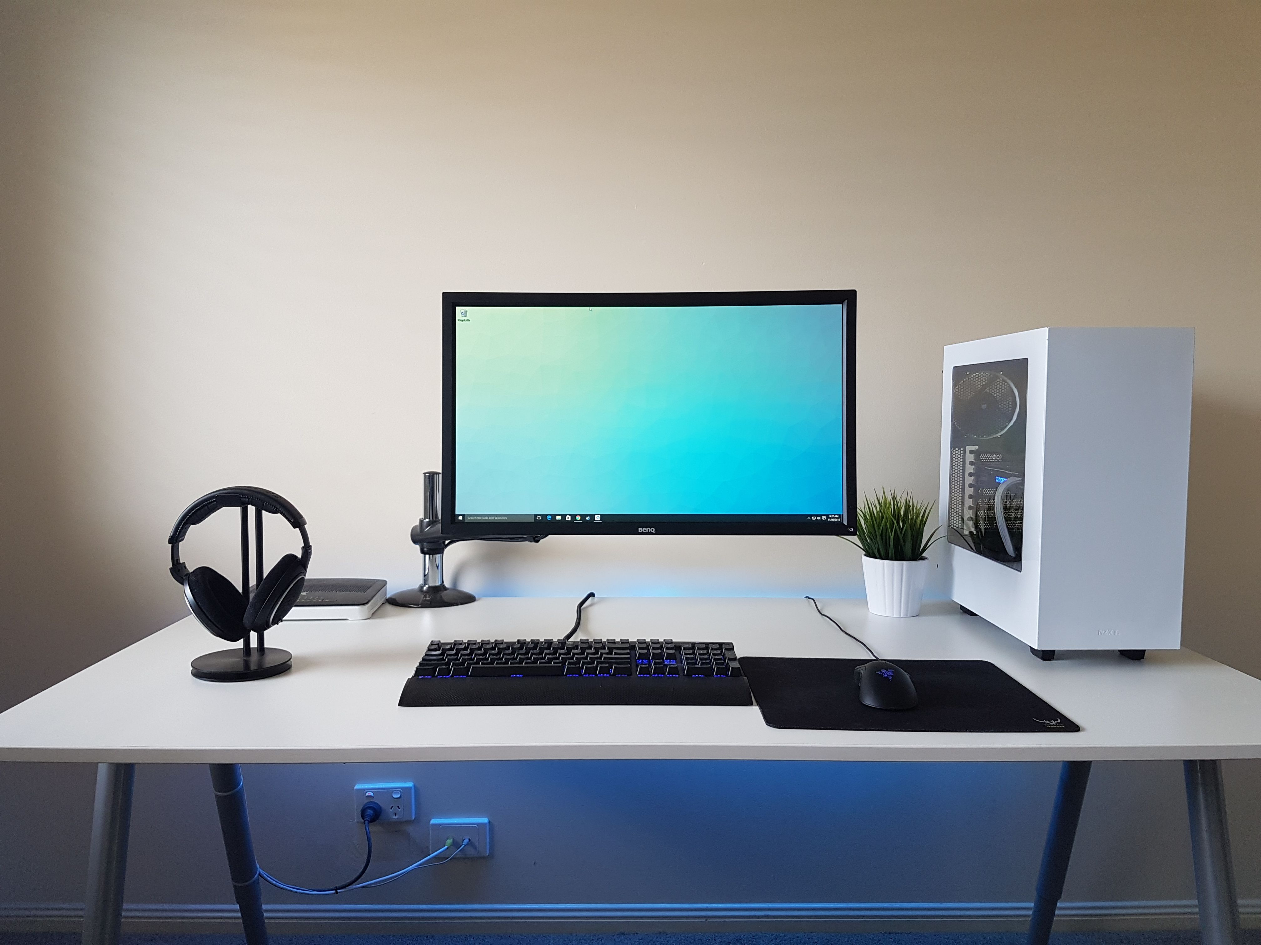 Desk Setup Ideas The Most Awesome Images On The Internet Gaming Set Up