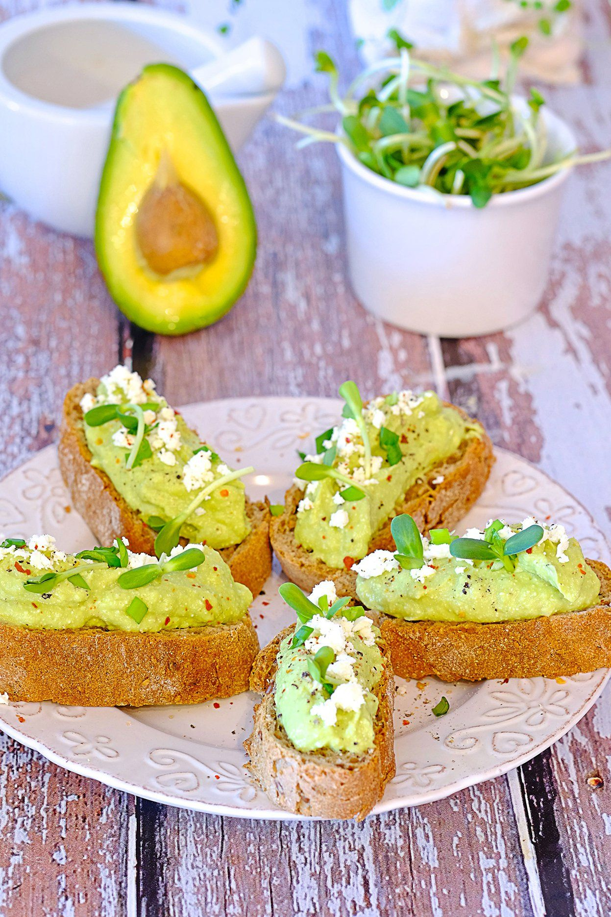 Pasta Z Awokado Feta I Czosnkiem Przekaski Na Impreze Culinary Recipes Food And Drink Raw Food Recipes
