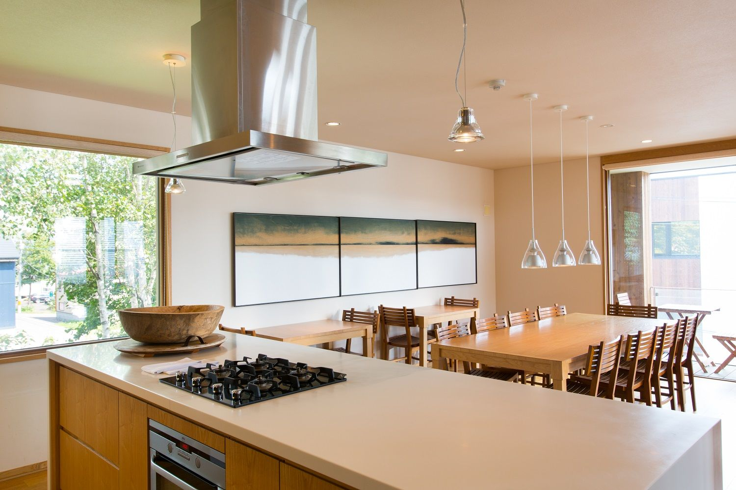 Seshu Gorgeous Kitchen And Dining Area