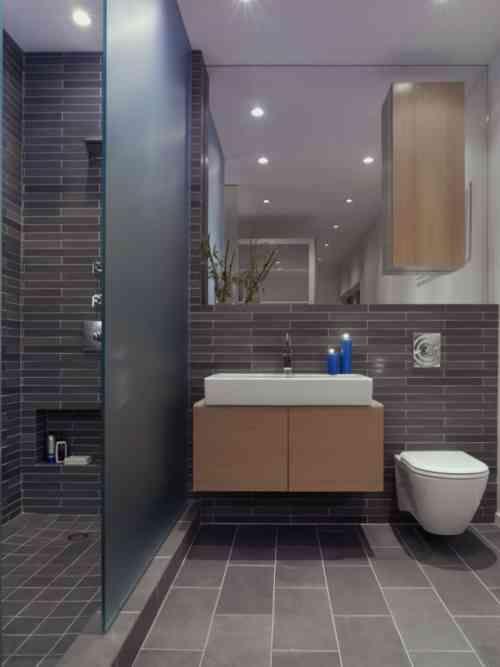 peinture salle de bains pour agrandir lespace restreint - Salle De Bain Grise Et Bois