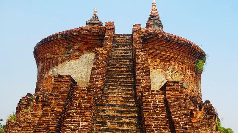 Un autre magnifique temple dans la région de #Mandalay