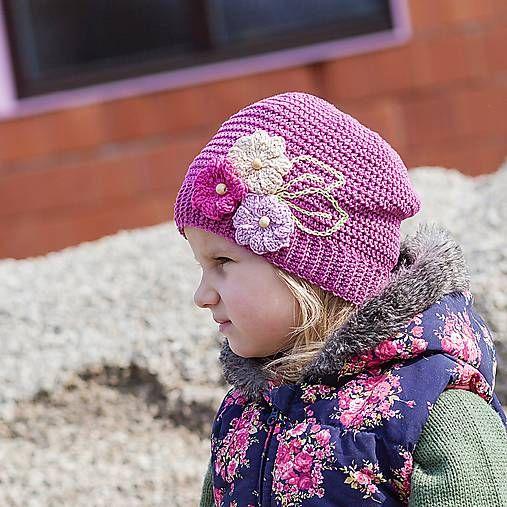 Tmavoružová čiapka s kvetinkami