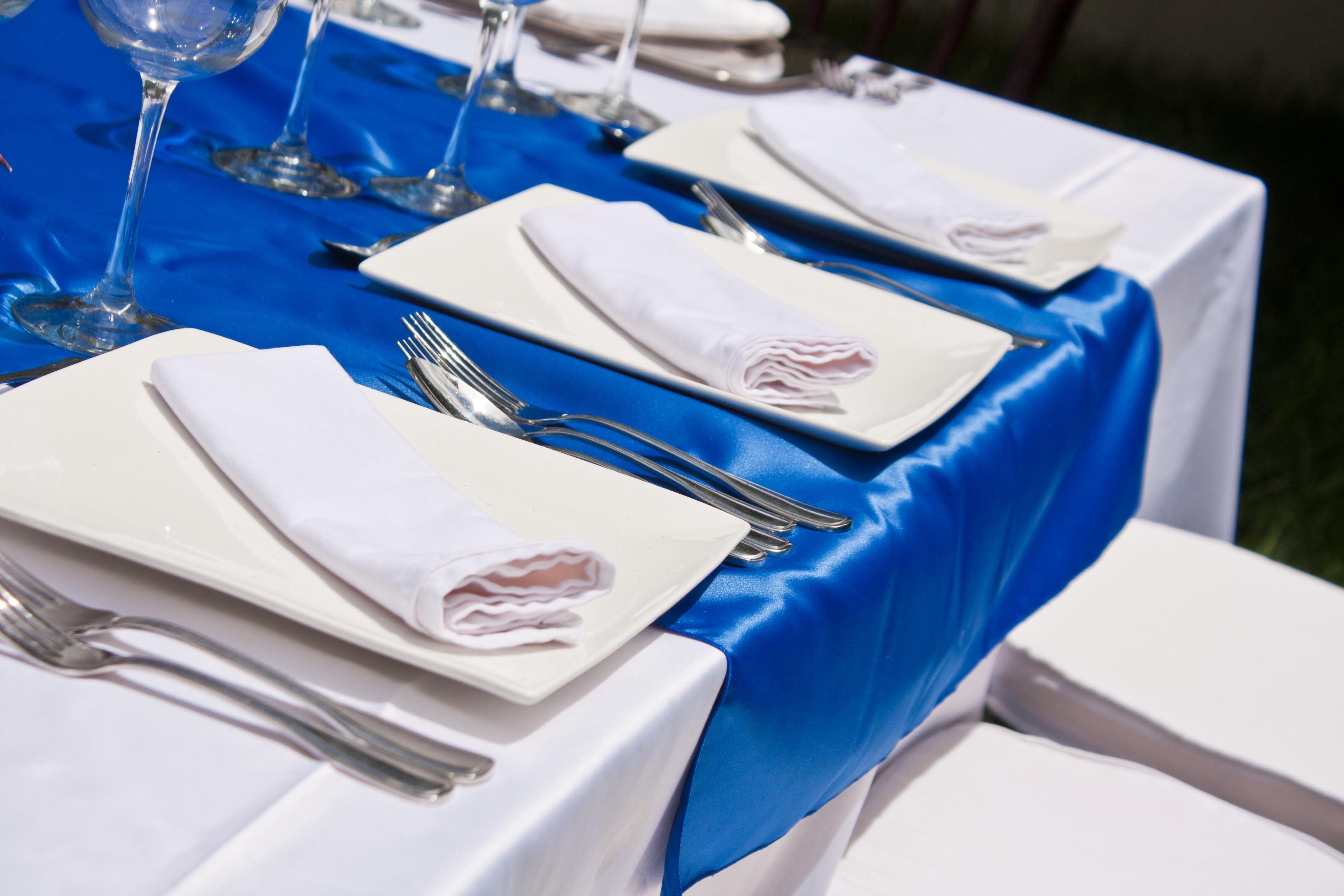 Camino de mesa raso azul rey mesas eventos pinterest - Caminos para mesas ...