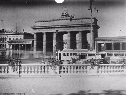 1930 Brandenburger Tor Vom Hindenburgplatz Aus Gesehen Brandenburger Tor Brandenburger Tor Berlin Deutsche Digitale Bibliothek