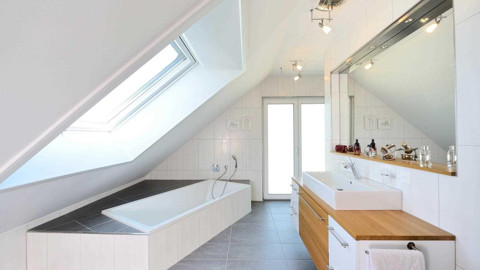 Wellness Unterm Dach Haus Kienhöfer Offenes Badezimmer Im Dachgeschoss