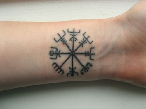 Vegvísir tattoo