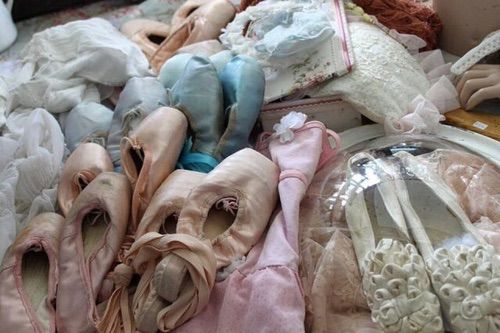 Image via We Heart It #amazing #awesome #babygirl #ballet #balletshoes #beautiful #dance #europe #germany #girls #market #pale #pink #retro #things #vintage #women #angelbaby #oldfashion #vintagestyle #vintagefashion #retrostyles #cute